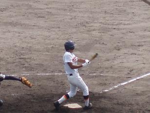 三塁打を放った八重山・山城選手