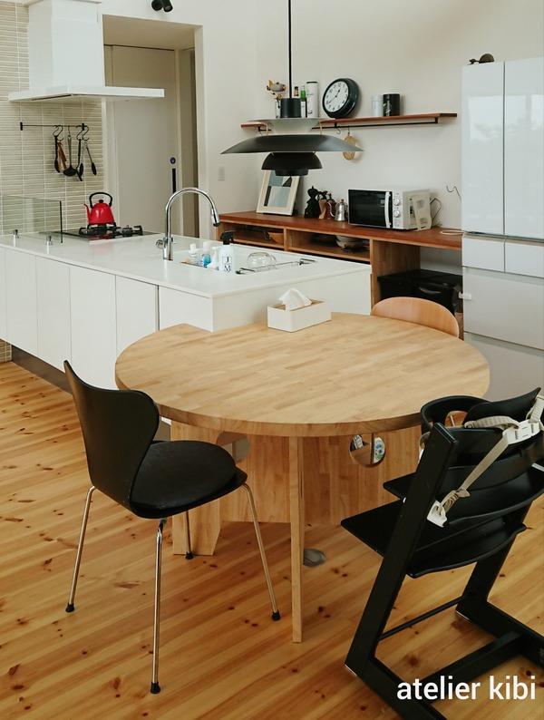 新居のキッチンとダイニング