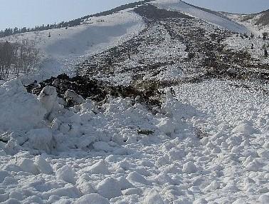 全層雪崩デプリ