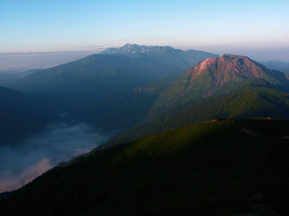 雲海の上高地と焼岳と乗鞍