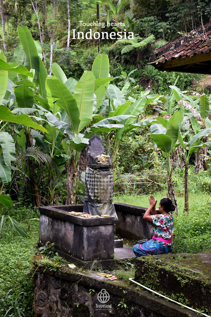 T-Indonesia04