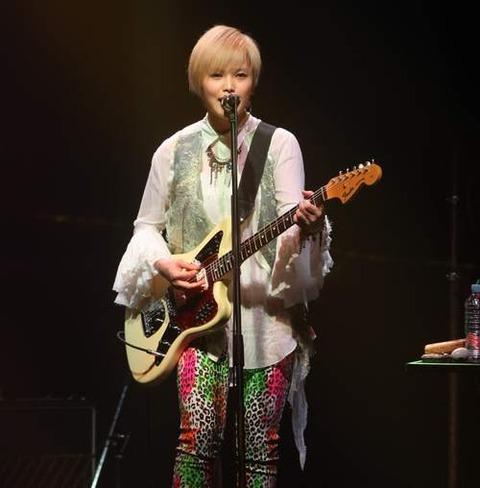 エレキギターとyui