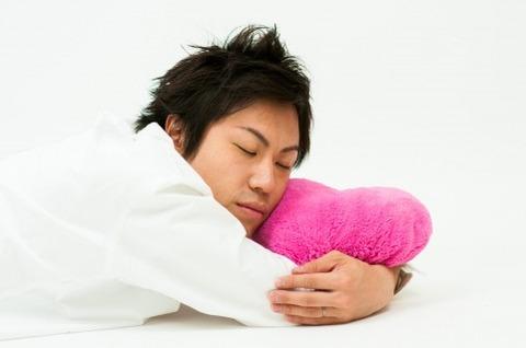 寝る男02