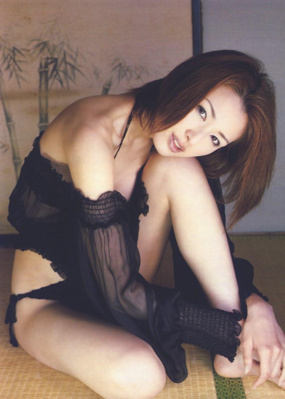 吉瀬美智子の黒い下着