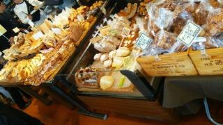 東大阪の有名なパン屋さん、石窯工房ハイジ 。