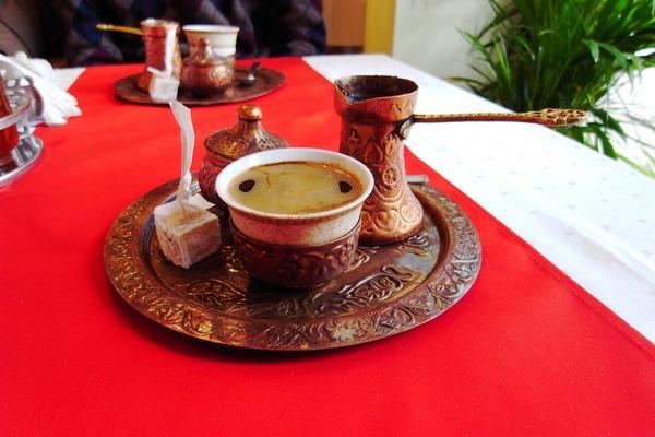 郷土料理のお店でトルコ風コーヒーをいただく。