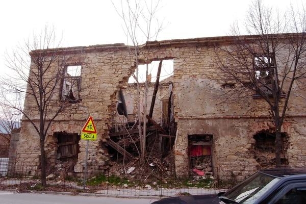 内戦で破壊されたままの建物
