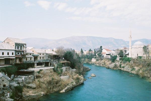 モスタルの街並み。ネレトヴァ川