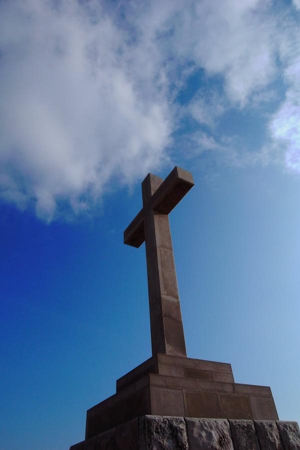 スルジ山の山頂にある十字架