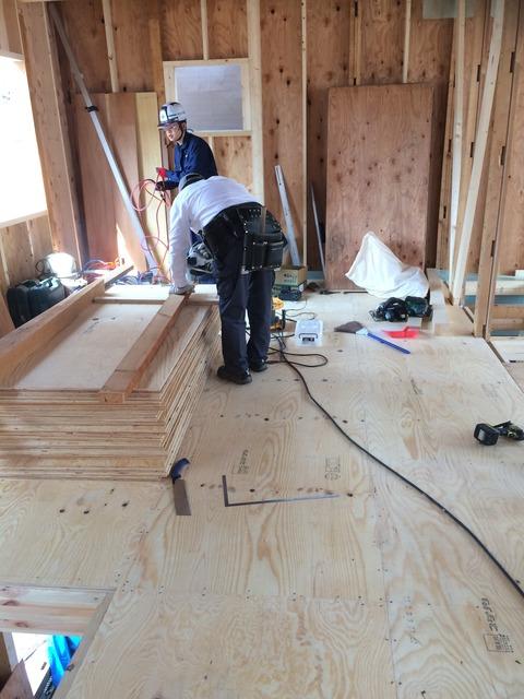 2階の床剛性もパワーアップ ネダレス敷きこんでます