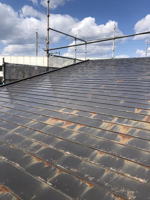 古い屋根の現状は・・・・錆さびでした