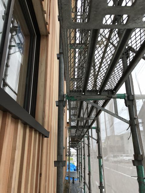 素朴な美しさ 石江大屋根の家 外壁工事が進行しております