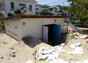 豪雨で土砂に埋もれた公園(大津定博さん提供)