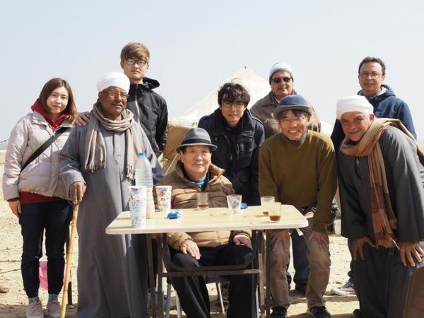 たち今年2月ダハシュールの遺跡を訪れた吉村隊長と隊員