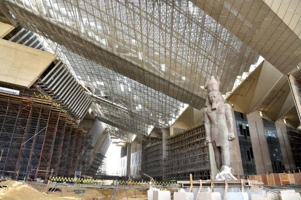 工事が進む大エジプト博物館1(JICA提供)