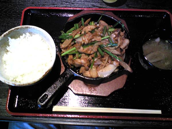 広尾の飛騨もつ屋「双六(スゴロク)」で豚ニラを食す!