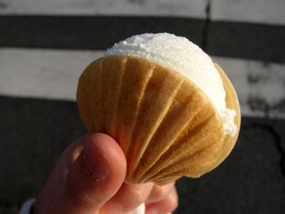 はちみつ屋の水谷養蜂園が運営する「松治郎の舗(まつじろうのみせ)」ではちみつアイス最中を食す!
