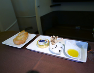 海外赴任後9度目の帰国 --日本航空「JL725」便--SKY SUITE 777(スカイスイート777)」