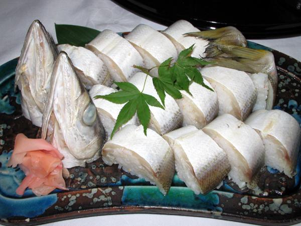 高知県「三翠園(さんすいえん)」にて皿鉢(さわち)料理を食す!