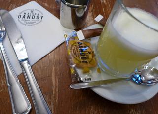 老舗カフェ「メゾン・ダンドア(Maison Dandoy)」で本場のワッフルを食す @ベルギー・ブリュッセル
