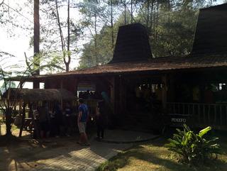 キャンプ場「Grafika Cikole」 @インドネシア・バンドン