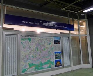 フランクフルトのタクシーと電車(フランクフルト中央駅)