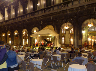 カフェ・ラテの発祥の店「カッフェ・フローリアン (Caffe Florian) 」 @イタリア・ヴェネツィア