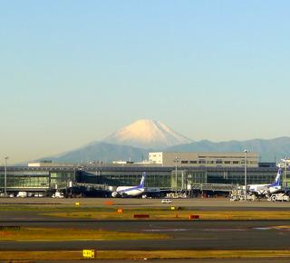 日本の正月をイメージさせる富士山
