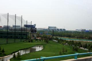 青島流亭国際空港近くのゴルフ練習場
