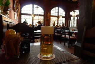 ドイツ名物料理「シュヴァインスハクセ(Schweinshachse)」を食す! @Zum Standesamtchen