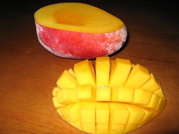 沖縄本島の完熟マンゴーを食す!