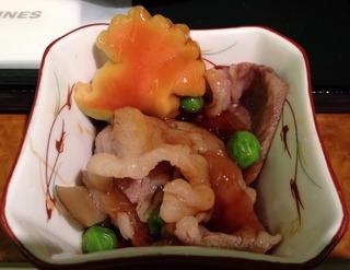日本航空JALファーストクラスの機内食2012年10月「山形県かみのやま温泉 日本の宿 古窯」の米沢牛すき焼き