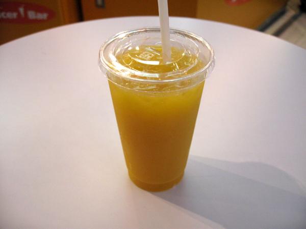 「Juicer Bar(ジューサーバー)」で生ジュースを飲む!