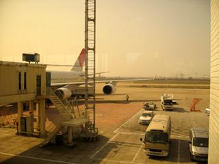 日本航空「JL8877」羽田空港発上海虹橋空港行き
