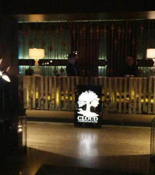 お洒落なバー&レストラン「The Cloud Lounge & Living Room」 @ジャカルタ・タムリン
