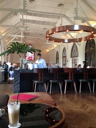 不思議の国のアリスをイメージしたレストラン「ザ・ホワイトラビット(The White Rabbit)」 @シンガポール・デンプシーロード