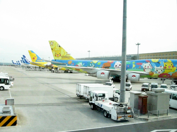 ANAの機体が大集合、ポケモンジェットも2機!