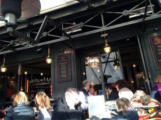 エッフェル近くのカフェ「シェ・フランシス(Cafe des Officiers)」 @パリ