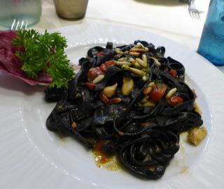 ヴェネツィア名物 イカスミパスタ「Osteria Doge Morosini」 @イタリア・ヴェネツィア