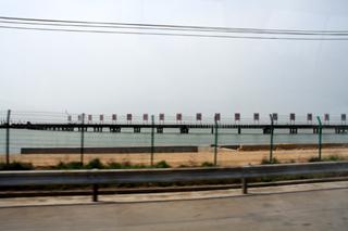 青島市街と黄島地区を横断する「青島海湾大橋」