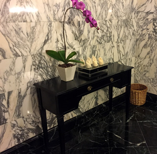 リッツカールトンThe Ritz-Carltonの「ザ・ロビーラウンジ」で絶品和牛バーガーを食す! @マレーシア・クアラルンプール