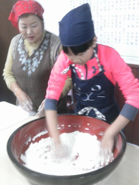 1.おけ:そば粉8に小麦粉2も割合で混ぜる