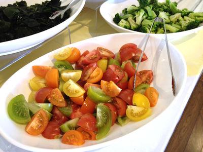 サラダバーのトマト