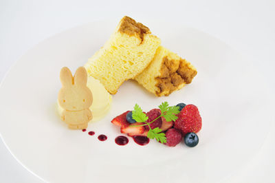 ミッフィーとふわふわシフォンケーキ