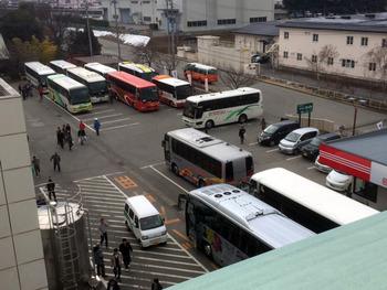 バス12台
