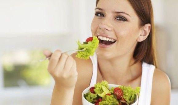 女性はイケメン男性と食事をする時サラダを選ぶ(デンマーク研究)