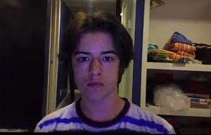12歳から結婚するまで自分の顔を撮り続けてみた男