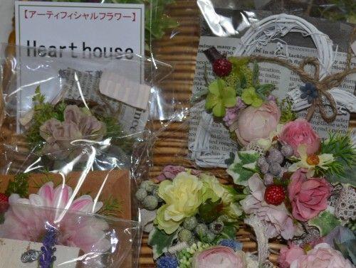 Heart Houseのアーティフィッシャルフラワーのコサージュ