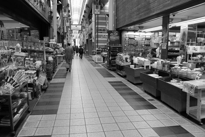 大阪・中央区・【モノクロさんぽ】千日前道具屋筋商店街20150623-6
