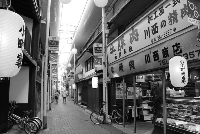 京都・東山区・【モノクロさんぽ】古川町商店街20150624-4